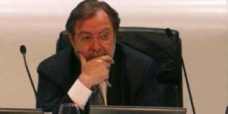 Cebrián negocia la venta del 30% de Santillana, la 'joya de la corona' de Prisa
