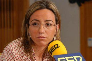 A Carmen Chacón le queda grande la cartera