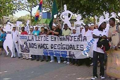Cientos de personas se manifiestan contra la Ley de Extranjería frente a CIE