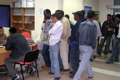 Dos de cada cinco inmigrantes entraron en España sin contrato de trabajo, según el INE