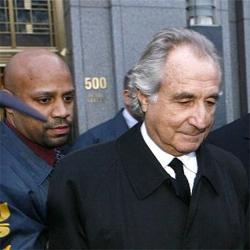 Condenan a Madoff a 150 años de cárcel, la máxima pena posible