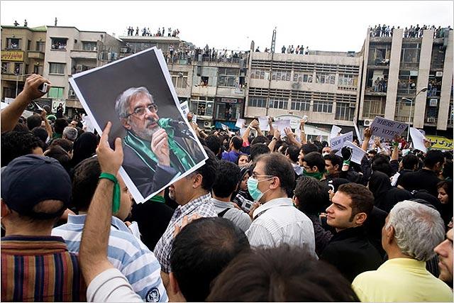 Musavi se da otro baño de masas en la jornada de duelo por los manifestantes muertos