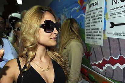 Cierran el colegio electoral para que vote Noemi Letizia, la amiga de Berlusconi