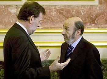 Rubalcaba deja a Rajoy sin escoltas en sus viajes al exterior por la crisis económica