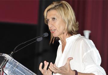 """Rosa Díez califica las palabras de Pajín de """"pueblerinas"""" y """"paletas"""""""