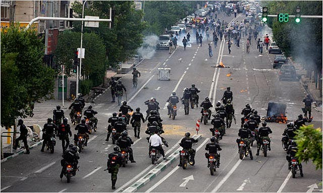 10 muertos y más de cien heridos en las protestas de Teherán