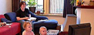 La televisión interfiere negativamente en el desarrollo lingüístico de los niños