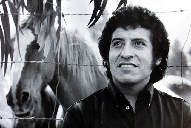 La Justicia chilena exhuma el cuerpo del cantautor Víctor Jara, asesinado en el golpe de Pinochet