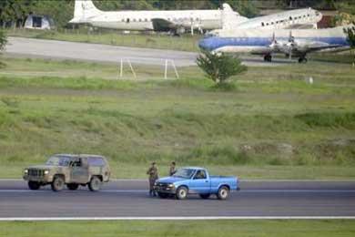 Director aeronáutica dice que Zelaya violó de forma bochornosa espacio aéreo