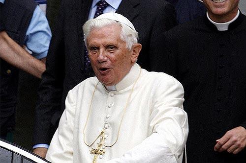 """El Papa bromea sobre """"el ángel de la guardia"""" que no impidió su caída"""