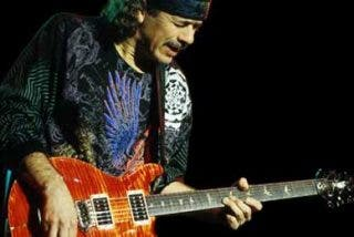 Fan intenta robar la guitarra de Santana en Alemania