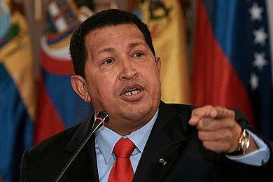 """Chávez planea duplicar los batallones de tanques ante las """"amenazas"""" de invasión"""