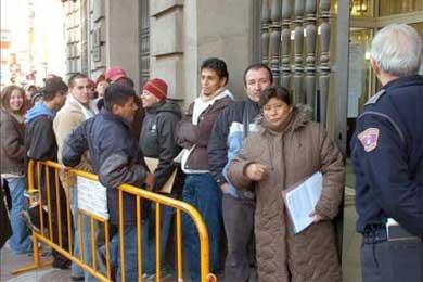 Cae un 43% el número de inmigrantes que pide la regularización en Tarragona