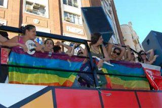 ¿Reconoce a las hijas de Zapatero en la carroza del PSOE del Orgullo Gay?