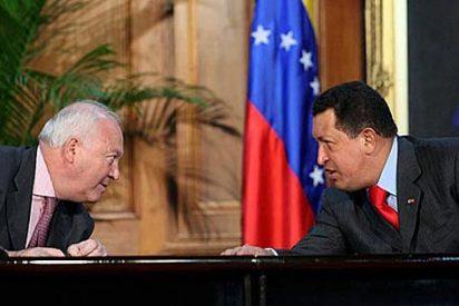 """Chávez a Moratinos: """"Llévales un abrazo al Rey y Zapatero... estamos esperando que nos visiten"""""""