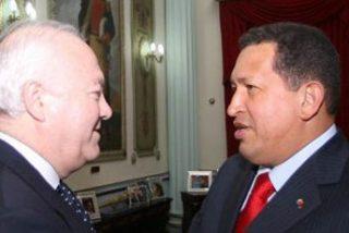 """Chávez invita a su """"proceso revolucionario"""" a los empresarios españoles que acompañan a Moratinos"""