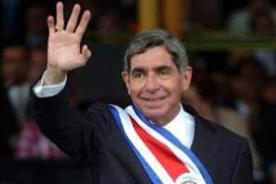 Presidente de Costa Rica pide paciencia a Zelaya para buscar salida negociada