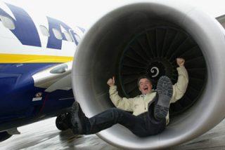 La última ocurrencia de Ryanair: los pasajeros podrán viajar de pie para reducir costes