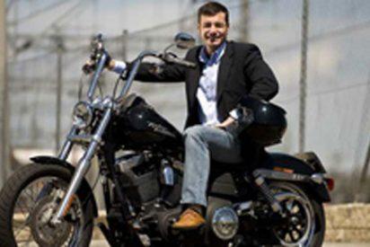 """Tomás Gómez denuncia que """"Aguirre y Gallardón son los campeones del derroche"""" desde su Harley-Davidson"""