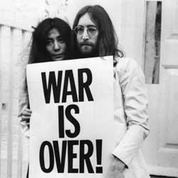 Yoko Ono torpedeó el regreso de los Beatles en 1974