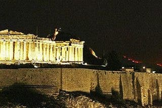 Frenan el avance del fuego hacia Atenas tras días de lucha dramática