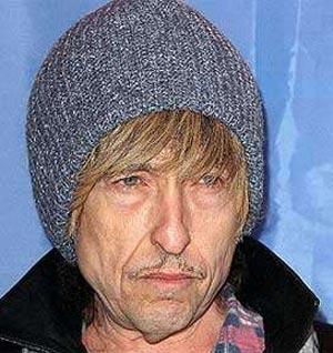 La policía detiene a Bob Dylan porque les pareció un vagabundo peligroso
