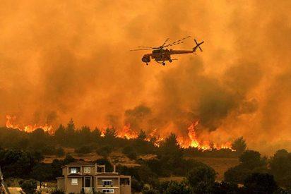 Los incendios, desbocados, obligan al desalojo de 20.000 personas en las afueras de Atenas