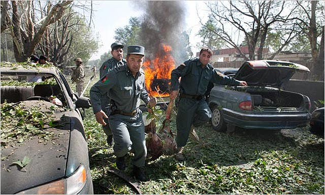 Cuatro muertos en un atentado talibán contra el cuartel de la OTAN en Kabul