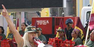 """Chávez disimula y manda detener """"unas horas"""" a a Lina Ron por atacar Globovisión"""