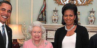 Ya no hay que caminar hacia atrás tras saludar a Isabel II
