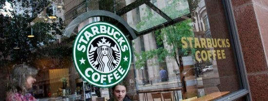 Starbucks aprieta las tuercas a sus trabajadores para luchar contra la recesión