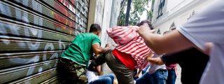 Las turbas chavistas apalean a decenas de periodistas en Venezuela