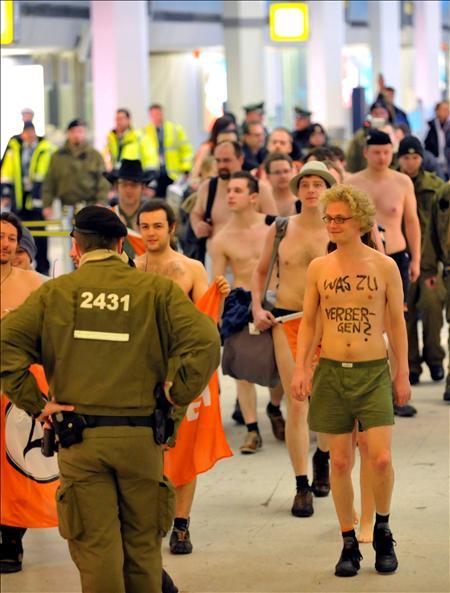 """""""No nos escanees, ya estamos desnudos"""""""