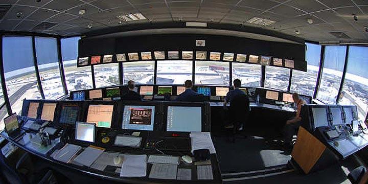 Los controladores aéreos señalados por José Blanco cuestan un euro por pasajero