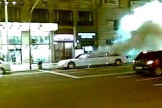 Una limusina arde en el centro de Madrid