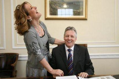 Las infidelidades de su mujer tumban al ministro principal del Ulster
