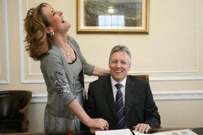 La Primera Dama irlandesa se la pega a su marido