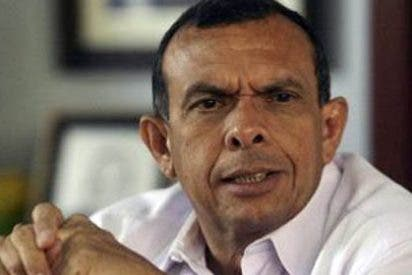 Porfirio Lobo asume la presidencia de Honduras con escaso apoyo internacional