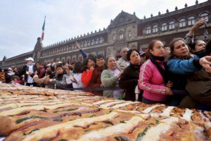 México aspira al récord Guinness con un roscón de Reyes gigante