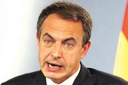Zapatero vulnera la ley y continúa fumando en el avión presidencial