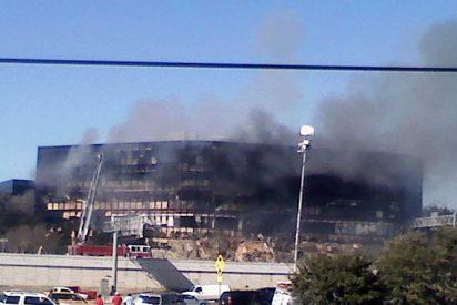 Se mata estrellando su avioneta contra un edificio del Fisco en Tejas