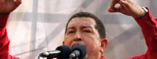 """Hugo Chávez a Reina Isabel II: """"Deja quieta a las Malvinas"""""""