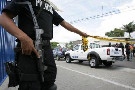 La Policía irrumpe en un funeral y se lleva al muerto