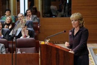 Aguirre insta a Zapatero a eliminar 5 ministerios, entre ellos el de