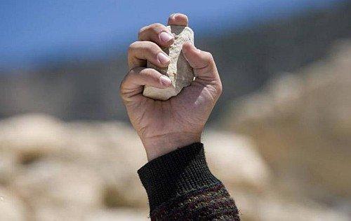 ¡Ni piedras de molino, ni piedras de lapidar!