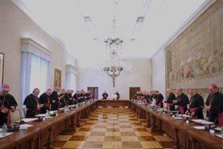 El Papa exige una purga de obispos y sacerdotes por el escándalo de pederastia en Irlanda