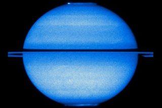 El telescopio Hubble capta las dos auroras polares de Saturno al mismo tiempo