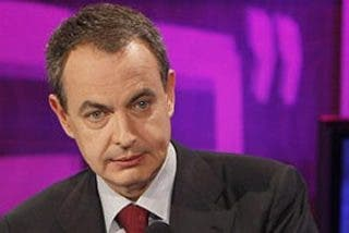 Zapatero pide a Rajoy que le ayude a salir de la crisis económica por