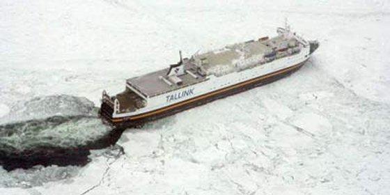 Cincuenta barcos se quedan encallados en el Mar Báltico por una helada