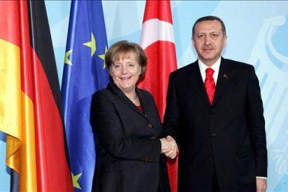Merkel rechaza la iniciativa de Erdogan de crear colegios turcos en Alemania